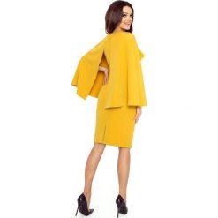 Ramona sukienka z baskinką i peleryną miodowy. Żółte sukienki hiszpanki Bergamo, z elastanu, z dekoltem na plecach, midi, baskinki. Za 249,99 zł.