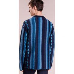 Nuur Sweter blue. Niebieskie swetry klasyczne męskie Nuur, m, z materiału. W wyprzedaży za 471,60 zł.