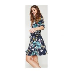 Sukienki hiszpanki: Koszulowa sukienka