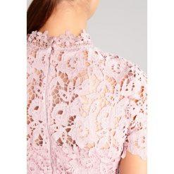 Sukienki hiszpanki: Chi Chi London Tall BILLIE Sukienka koktajlowa mink