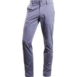 BOSS CASUAL SLIM  Spodnie materiałowe dark grey. Szare chinosy męskie marki BOSS Casual, z bawełny. W wyprzedaży za 356,15 zł.
