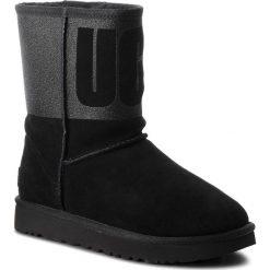Buty UGG - W Classic Short 1096472 W/Blk. Czarne buty zimowe damskie Ugg, ze skóry. Za 969,00 zł.