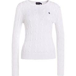 Polo Ralph Lauren JULIANNA Sweter white. Białe swetry klasyczne damskie Polo Ralph Lauren, m, z bawełny, polo. Za 569,00 zł.