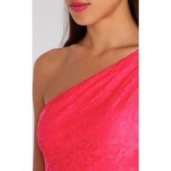 Laona Sukienka koktajlowa shell pink. Czerwone sukienki koktajlowe marki Laona, z materiału. W wyprzedaży za 405,30 zł.