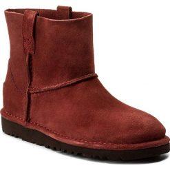Buty UGG - W Classic Unlined Mini 1017532 W/Rdcl. Czerwone buty zimowe damskie Ugg, ze skóry. W wyprzedaży za 359,00 zł.