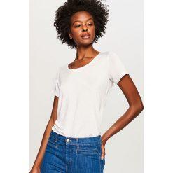 Gładki t-shirt - Biały. Białe t-shirty damskie Reserved, l. W wyprzedaży za 39,99 zł.