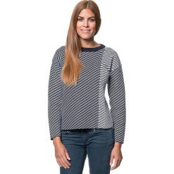 Sweter w kolorze granatowo-białym. Niebieskie swetry klasyczne damskie marki Benetton, xs, z okrągłym kołnierzem. W wyprzedaży za 150,95 zł.
