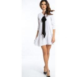 Biała Sukienka z Czarną Krawatką 1180. Białe sukienki Fasardi, l. Za 49,00 zł.