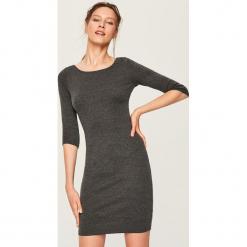 Dopasowana sukienka mini - Szary. Szare sukienki mini marki Reserved, l, dopasowane. Za 49,99 zł.