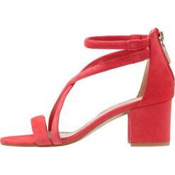 Whistles MARQUELLE Sandały pink. Czerwone sandały damskie Whistles, z materiału. W wyprzedaży za 735,20 zł.