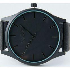 Czarny zegarek z gumowym paskiem. Czarne zegarki męskie Pull&Bear. Za 69,90 zł.