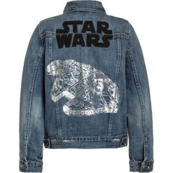 GAP STAR WARS  Kurtka jeansowa medium wash. Niebieskie kurtki chłopięce przeciwdeszczowe GAP, z motywem z bajki, z bawełny, retro. W wyprzedaży za 167,20 zł.
