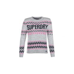 Swetry Superdry  SUPERDRY CHEVRON KNIT. Szare swetry klasyczne damskie marki Superdry, l, z nadrukiem, z bawełny, z okrągłym kołnierzem. Za 263,20 zł.