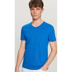 Gładki t-shirt - Niebieski. Niebieskie t-shirty męskie Reserved, l. Za 19,99 zł.