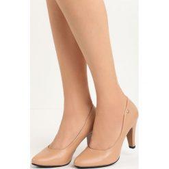 Beżowe Czółenka Do Ya. Brązowe buty ślubne damskie Born2be, ze skóry, na niskim obcasie, na słupku. Za 79,99 zł.