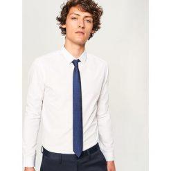 Koszula z mikroprintem slim fit - Biały. Białe koszule męskie na spinki Reserved, m. Za 89,99 zł.