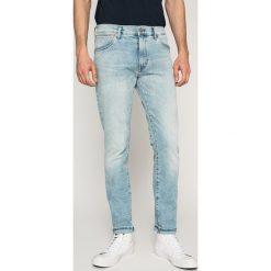 Wrangler - Jeansy Larston. Niebieskie jeansy męskie slim Wrangler. W wyprzedaży za 239,90 zł.
