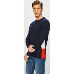 Calvin Klein - Sweter. Szare swetry klasyczne męskie marki Calvin Klein, l, z bawełny, z okrągłym kołnierzem. Za 539,90 zł.
