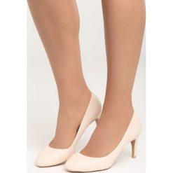 Beżowe Czółenka Hold the Time. Brązowe buty ślubne damskie marki Born2be, z okrągłym noskiem, na szpilce. Za 69,99 zł.