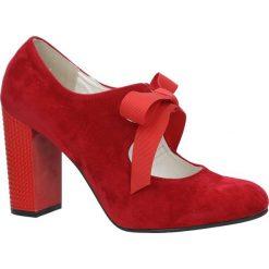 Czerwone czółenka na ozdobnym obcasie wiązane wstążką Casu 730. Czarne buty ślubne damskie marki Kazar, ze skóry, na wysokim obcasie, na obcasie. Za 99,99 zł.