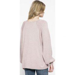 Vila - Sweter Leanna. Szare swetry klasyczne damskie Vila, m, z bawełny, z okrągłym kołnierzem. W wyprzedaży za 119,90 zł.