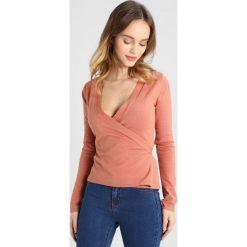 Swetry damskie: Fashion Union Petite WRAP Sweter muted clay