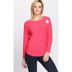 Koralowy Sweter Pretty Cool. Pomarańczowe swetry klasyczne damskie marki Born2be, l, z okrągłym kołnierzem. Za 74,99 zł.