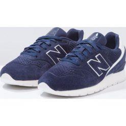 New Balance MRL996 Tenisówki i Trampki dark blue. Niebieskie tenisówki damskie New Balance, z materiału. W wyprzedaży za 305,40 zł.