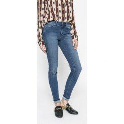 Vila - Jeansy Commit. Niebieskie jeansy damskie rurki marki Vila, z bawełny. Za 169,90 zł.