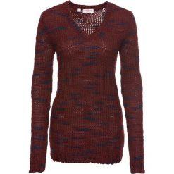 Sweter z dzianiny o splocie dużych oczek, długi rękaw bonprix czerwony kasztanowy - ciemnoniebieski melanż. Czerwone swetry klasyczne damskie bonprix, z dzianiny. Za 99,99 zł.