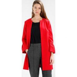 Płaszcze damskie pastelowe: comma Krótki płaszcz lipstick red