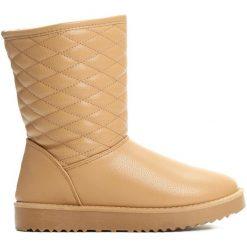 Camelowe Śniegowce Clumsy. Czerwone buty zimowe damskie marki Reserved, na niskim obcasie. Za 74,99 zł.
