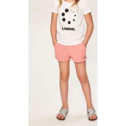 Krótkie spodenki dresowe - Pomarańczo. Różowe spodenki dziewczęce Reserved, z dresówki. W wyprzedaży za 24,99 zł.