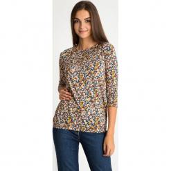 Bluzka z florystycznym printem QUIOSQUE. Szare bluzki z odkrytymi ramionami marki QUIOSQUE, na co dzień, s, w koronkowe wzory, z dzianiny, z klasycznym kołnierzykiem, ołówkowe. W wyprzedaży za 79,99 zł.