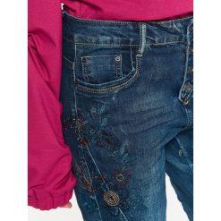 Spodnie damskie: SPODNIE DAMSKIE Z KOLOROWYM HAFTEM, RURKI