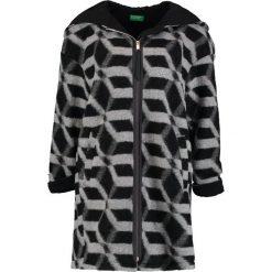 Benetton Krótki płaszcz black/grey. Czarne płaszcze damskie wełniane marki Benetton. W wyprzedaży za 479,20 zł.