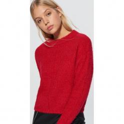 Krótki sweter - Czerwony. Czerwone swetry klasyczne damskie marki Cropp, l. Za 89,99 zł.