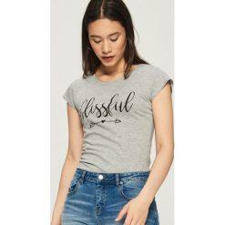 Bawełniany t-shirt z nadrukiem - Jasny szar. Szare t-shirty damskie marki Sinsay, l, z nadrukiem, z bawełny. Za 9,99 zł.
