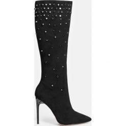 Czarne kozaki damskie. Czarne buty zimowe damskie marki Kazar, z nubiku, przed kolano, na wysokim obcasie. Za 749,00 zł.