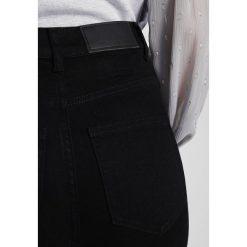 Boyfriendy damskie: Noisy May Petite NMSKYHIGH Jeans Skinny Fit black