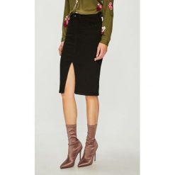 Guess Jeans - Spódnica. Szare spódniczki jeansowe marki Guess Jeans, na co dzień, l, z aplikacjami, casualowe, z okrągłym kołnierzem, mini, dopasowane. Za 319,90 zł.