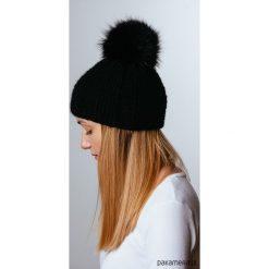 Czapka z naturalnym futerkiem. Czarne czapki zimowe damskie marki KIPSTA, m, z elastanu, z długim rękawem, na fitness i siłownię. Za 195,00 zł.