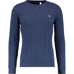 GANT CABLE CREW Sweter dark jeans blue melange. Niebieskie swetry klasyczne męskie GANT, l, z bawełny. Za 589,00 zł.
