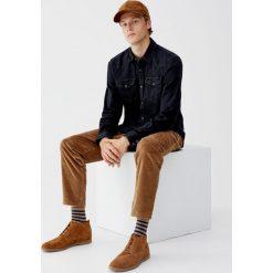 Jeansowa koszula w kowbojskim stylu. Czarne koszule męskie jeansowe Pull&Bear, m, z długim rękawem. Za 89,90 zł.