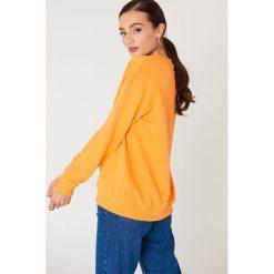 NA-KD Basic Bluza basic z dekoltem V - Orange. Różowe bluzy damskie marki NA-KD Basic, prążkowane. Za 80,95 zł.