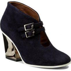 Botki BALDOWSKI - D02126-3868-G02 Suede Granat. Niebieskie buty zimowe damskie Baldowski, ze skóry, na obcasie. W wyprzedaży za 339,00 zł.