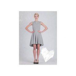 Sukienka Hortensia. Szare sukienki na komunię La folie, z dekoltem na plecach. Za 329,00 zł.