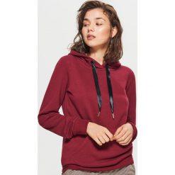 Gładka bluza kangurka - Bordowy. Czerwone bluzy damskie marki Cropp, l. Za 59,99 zł.