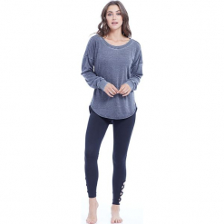"""Sweter """"Leanne"""" w kolorze szarym. Szare swetry klasyczne damskie BALANCE COLLECTION, s, z bawełny, z okrągłym kołnierzem. W wyprzedaży za 65,95 zł."""