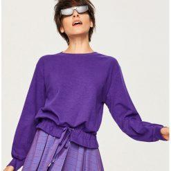Bluza z wiązanym dołem - Fioletowy. Białe bluzy damskie marki Reserved, l, z dzianiny. W wyprzedaży za 39,99 zł.